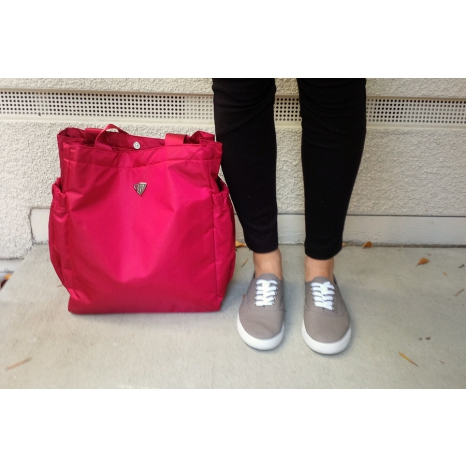 SACRAMENTO V-NECK T-SHIRT - BLACK/RED (AKCIÓS)